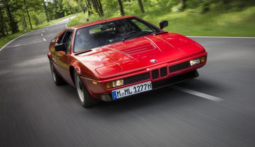 BMW最初のミッドシップ・スーパーカー「M1」。数奇な運命に翻弄された名車の素顔とは?